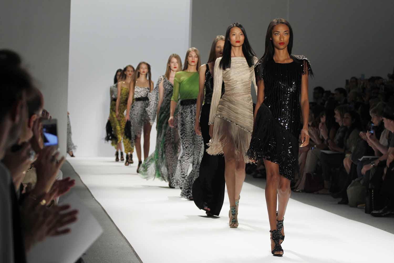 organize a runway fashion show